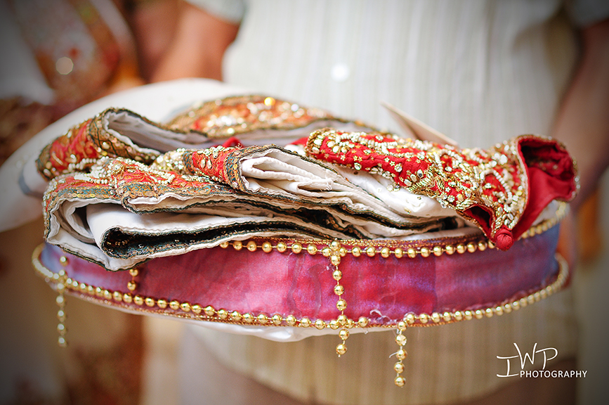 Wedding Gifts Ideas Indian Bride : magnificent Indian wedding { Rakhee + Hiten } Brides Vidhi in ...